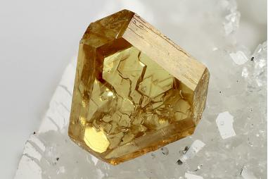 A geogrous Sphalerite photo taken by Chinellato Matteo from Chinellatophoto.com, avaliable on the MinDat website.